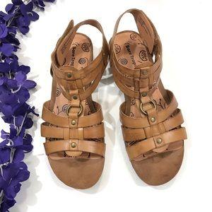 Bare Traps Reeta tan camel gladiator sandals